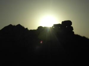 puesta de sol tras resto Talayotico