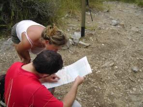 Pedro y Nuria mirando el plano...