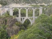 puente del tren amarillo