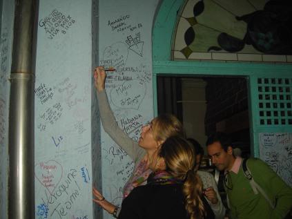firma imprescindible por sus paredes