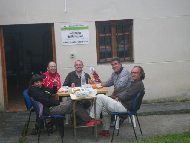 cena con amigos peregrinos
