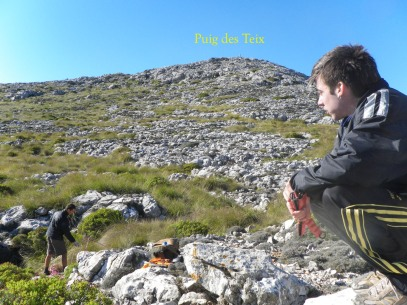 Antonio observando el Puig des Teix