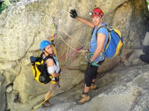 MªJosé y Rafa en la repisa del salto de 15m