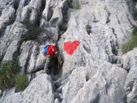 corazón pintado en la roca