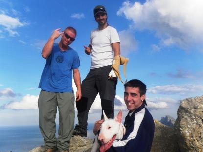 """""""Peli"""", Josemy, Antonio y la mascota Colin"""