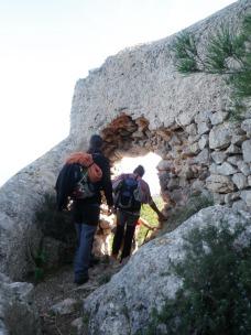 Josemi y Antº José, cruzando el murete