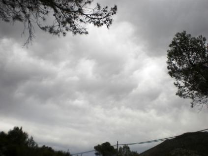 amanece tormentoso y huracanado