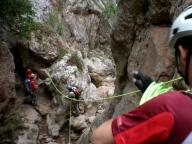 Preparando línea de guía, para evitar poza con agua