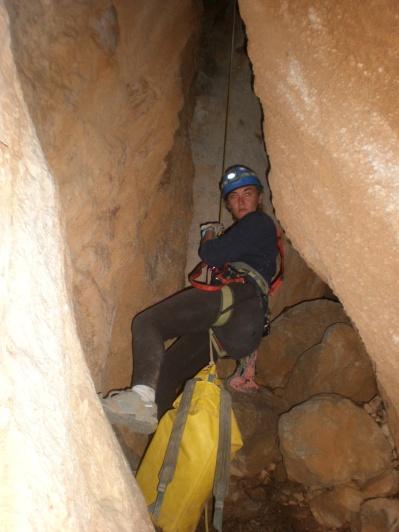 Pilar descendiendo con mucho cuidado