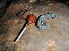 encontrado chapa rota y oxidada por la humedad