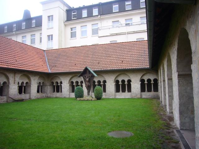 patio interior del Busdorfkiche,