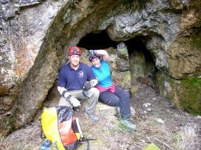 Rafa y Pilar en la entrada de la mina