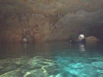 Nadando y topografiando.
